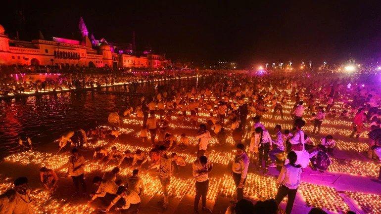 राम लला के इंतजार मे सजी अयोध्या नगरी
